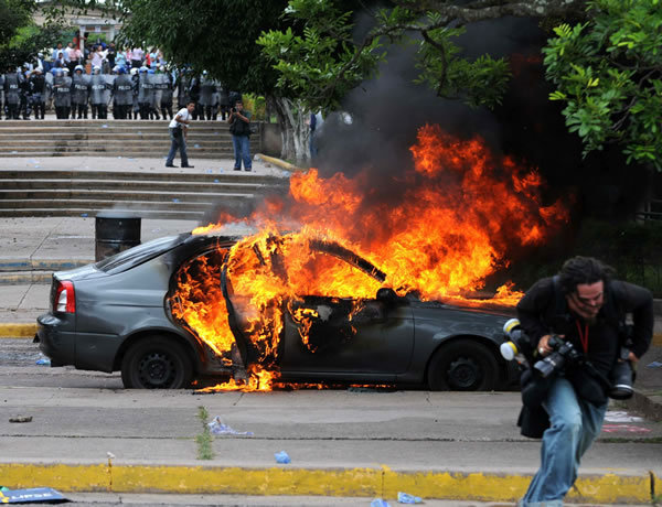 Burning car outside UNAH, Tegucigalpa