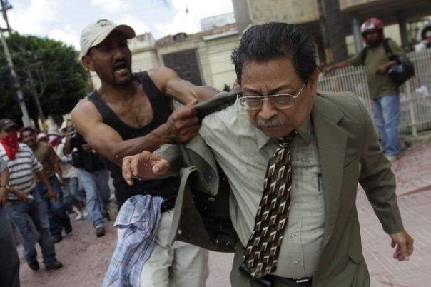 Många av de så kallade Zelaya-supportrarna i den så kallade motståndsrörelsen är ditskickade stormtrupper från Venezuela.