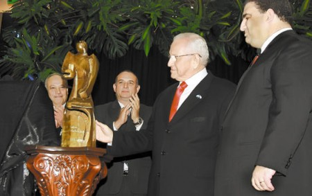 President Roberto Micheletti received a statue showing him defending the nation while sticking to the Constitution.