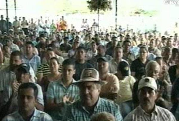 Farmers' meeting in Santa Barbara, Zulia, Venezuela (Asamblea de ganaderos de Santa Barbara), 2010-12-20
