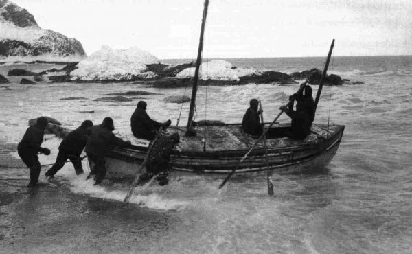 Launching the James Caird on Elephant Island, April 24, 1916.