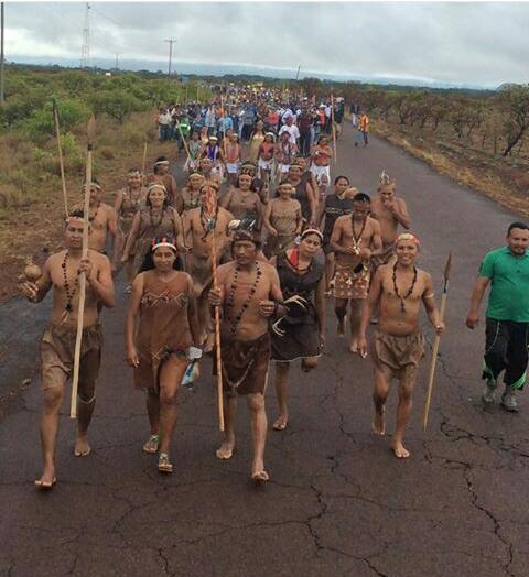 Indígenas en marcha hacía Caracas desde Puerto Ayacucho, Amazonas.