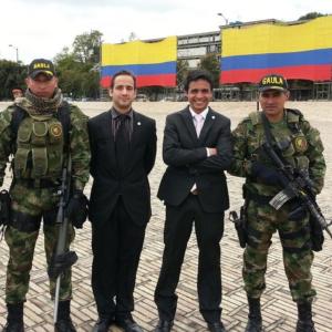 Gabriel Valles y Lorent Saleh en un base militar en Colombia en 2014.